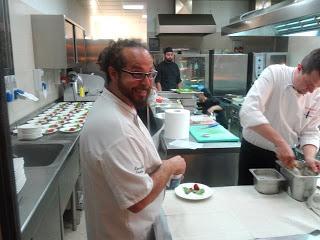 Marcello Trentini di Magorabin nelle cucine di Mirror Lounge.