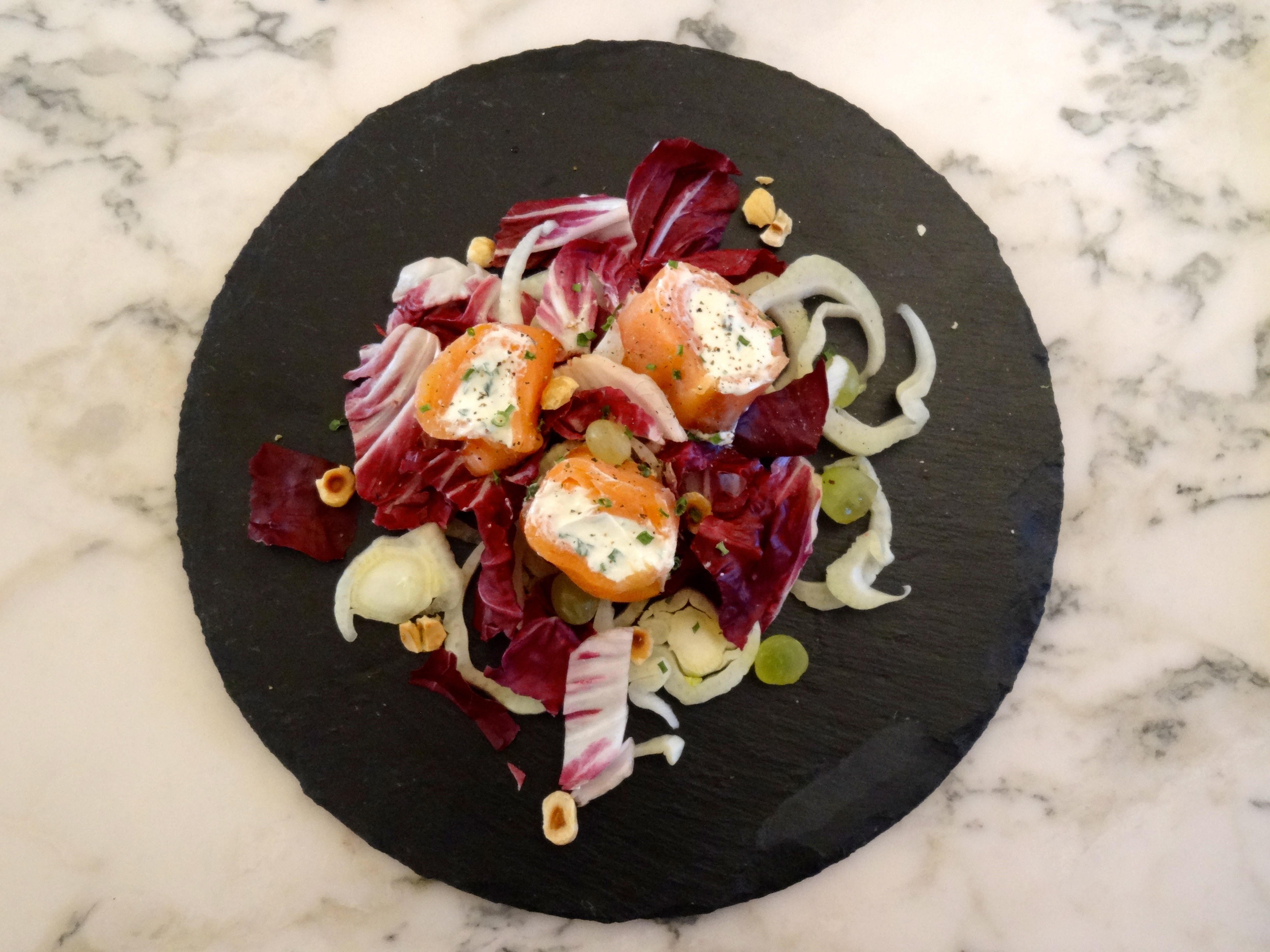 roll di salmone affumicato e formaggio fresco