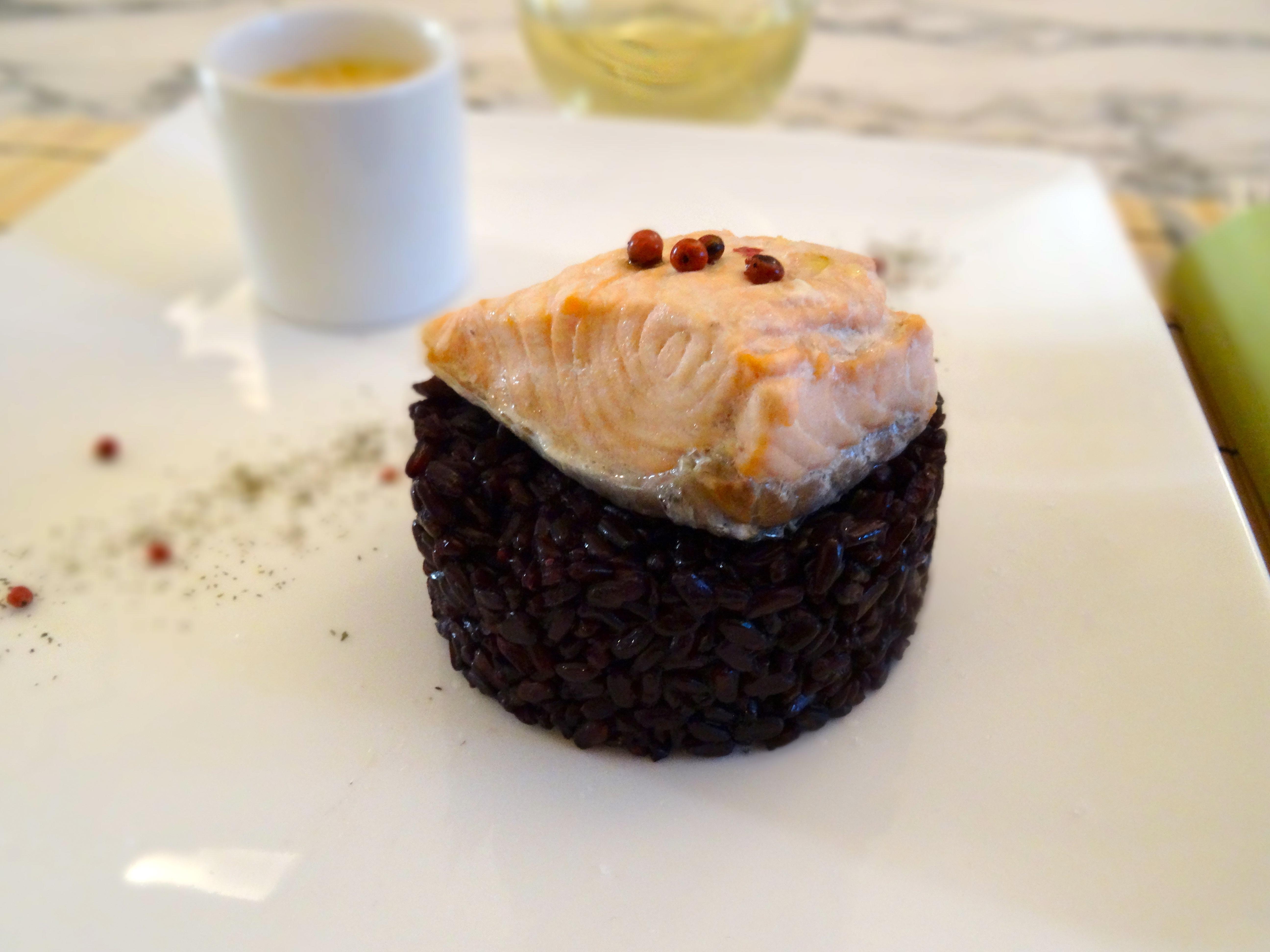 riso nero con salmone