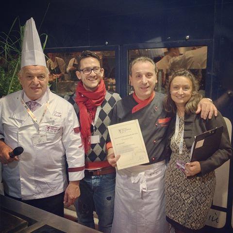 """Marco Ricci del blog """"Secondo Me - Moda e cucina"""" presenta lo chef Vincenzo Elia del Ristorante Tenuta Moreno Mesagne (BR). Ai lati Giorgio Nardelli e Michela Pierallini."""