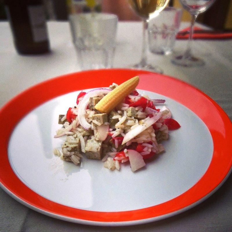 Riso aromatico Apollo con cipolla rossa, tofu e rapanelli