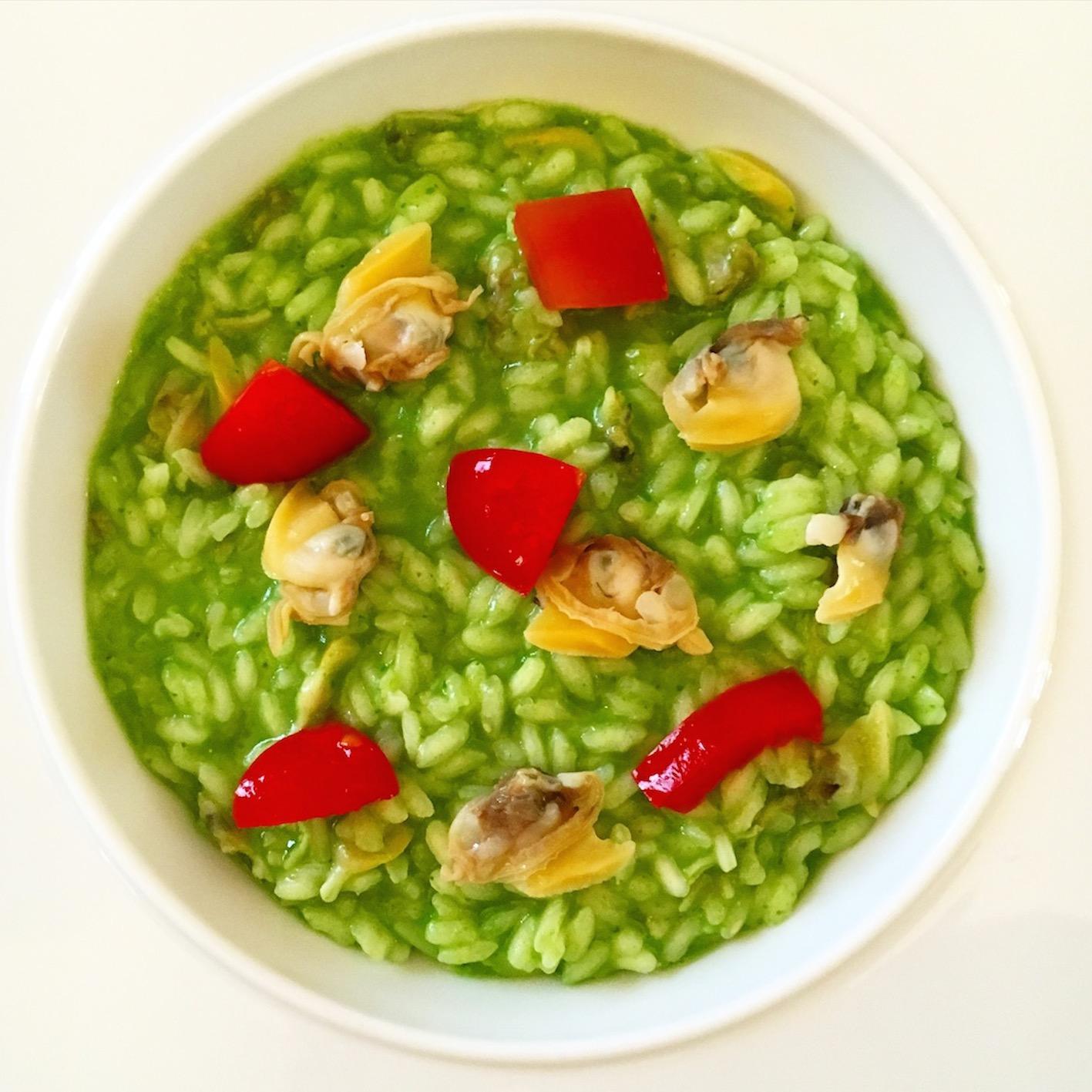 Risotto alle vongole, spinacino e pomodori