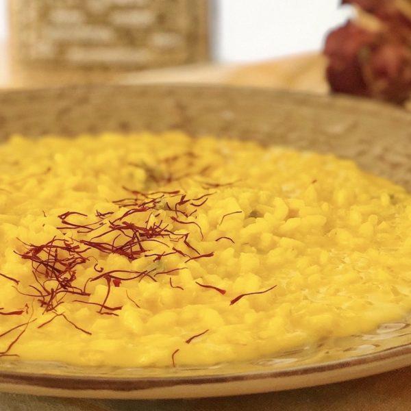 Risotto integrale al gorgonzola dop e zafferano con riso Barone semilavorato