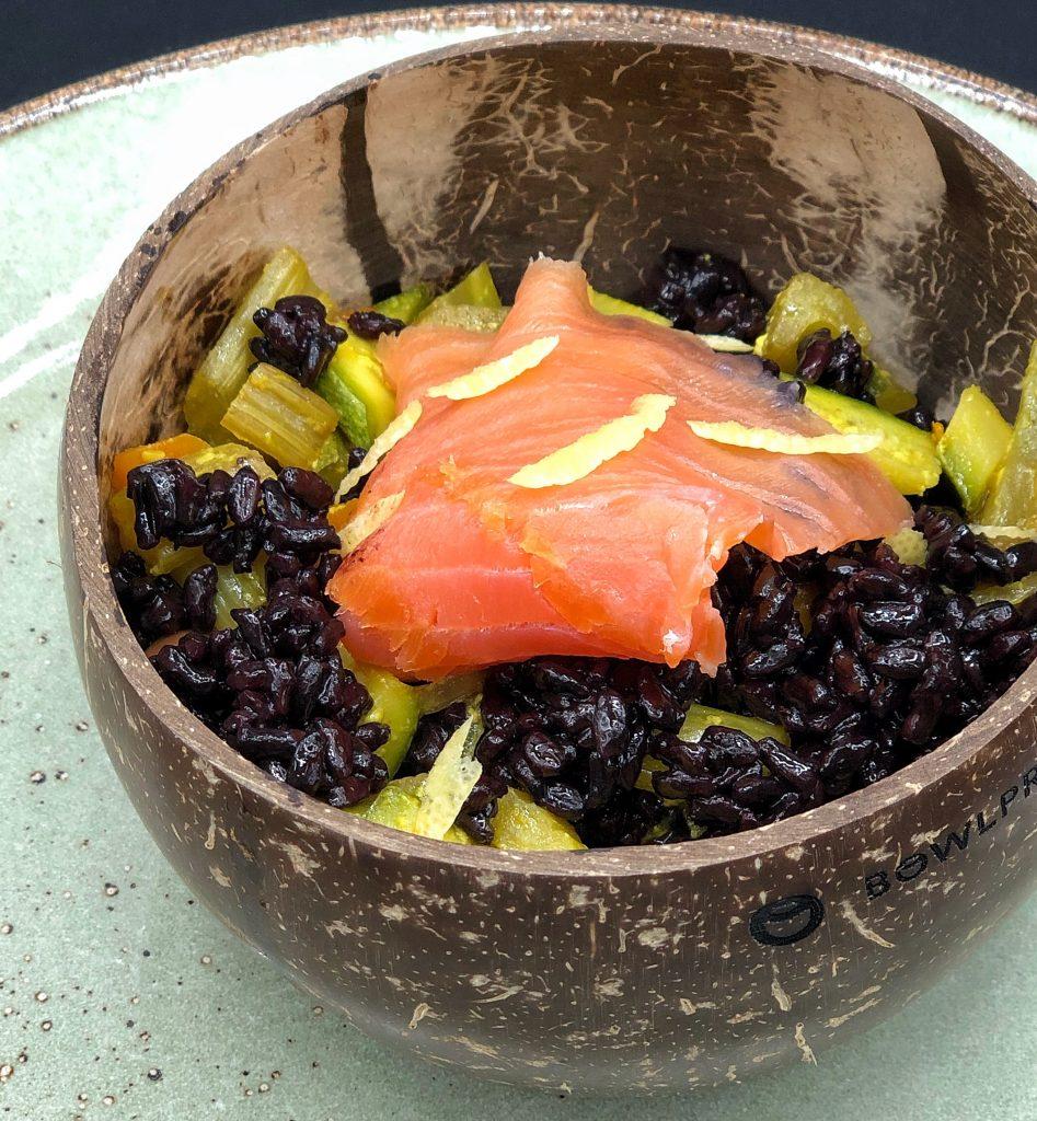 riso nero salmone e zucchine